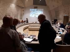 Hellendoornse wethouder zwaar onder vuur, maar motie van wantrouwen komt te laat