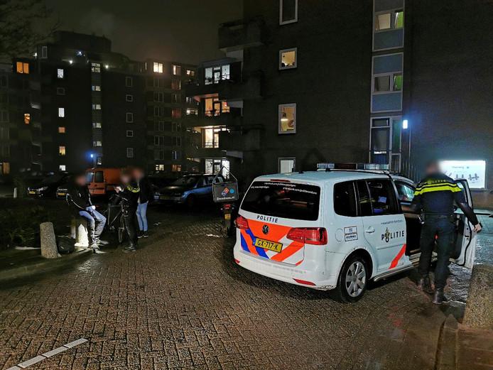 Een pizzabezorger raakte bij een studentencomplex aan de Haarweg in Wageningen gewond door een botsing met een fietser.
