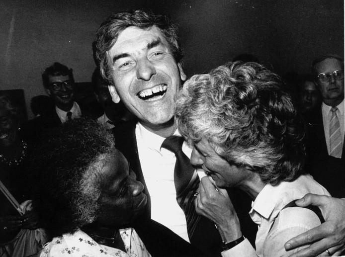 Oud-premier Ruud Lubbers en zijn Ria tijdens de verkiezingsavond van 1986. Ruud Lubbers is op achtenzeventigjarige leeftijd in aanwezigheid van zijn vrouw en kinderen in zijn woonplaats Rotterdam overleden