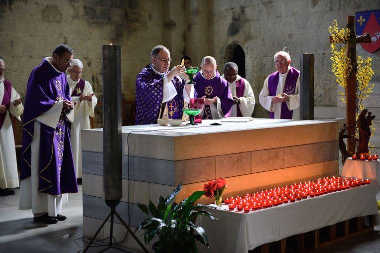 Een herdenkingsmis voor de slachtoffers van de vliegtuigcrash in Digne-les-Bains in Frankrijk. Beeld getty