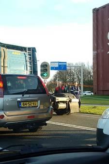 Vrachtwagen verliest oplegger in Oldenzaal