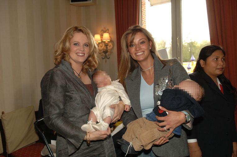 Nanny Tin Tiew (uiterst rechts) op het geboortefeest van Daisy's zoontje Roan, in 2005. Ook Véronique De Kock was op het feestje aanwezig.