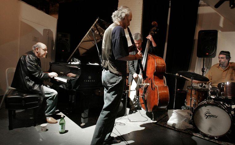Misha Mengelberg (op piano) speelt in The Stone, een jazz club in de Lower Eastside, Manhattan, New York. Beeld Guus Dubbelman / de Volkskrant