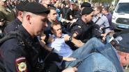 """""""Geen tsaar voor ons"""": meer dan duizend arrestaties bij protesten tegen Poetin, ook oppositieleider Navalny opgepakt"""
