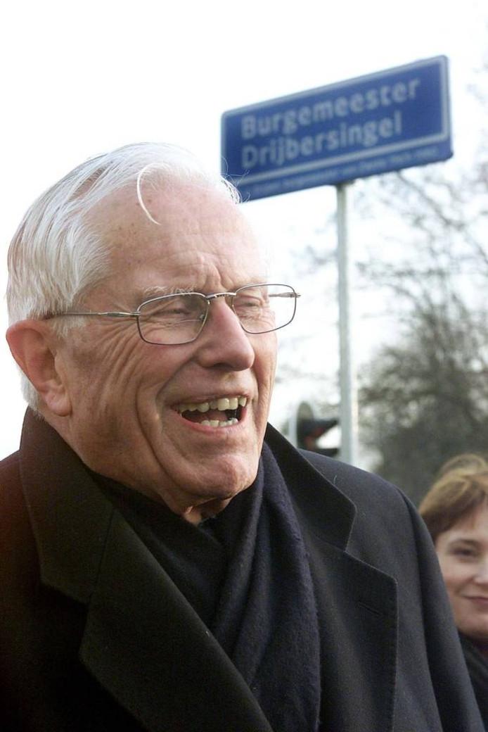 Job Drijver bij de onthulling van 'zijn' straatnaam in 2001. Archieffoto Frans Paalman