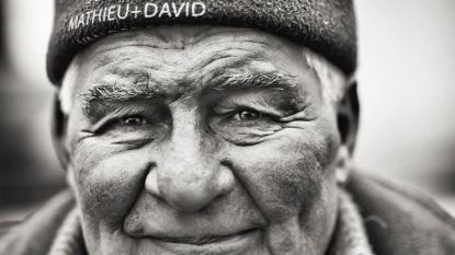"""""""Opa was altijd zo fier"""" en """"Mijn grootste held en supporter"""": Mathieu en David van der Poel eren Poulidor"""
