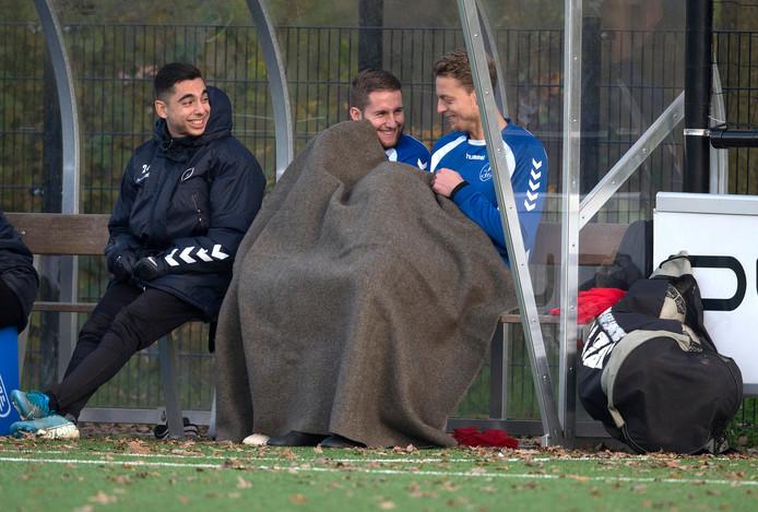 Max Jansen (links onder de deken) komt niet meer uit voor DFS Opheusden.
