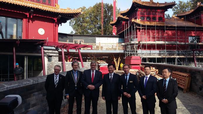 De hoogwaardigheidsbekleders bij het Nederlands-Chinese verblijf