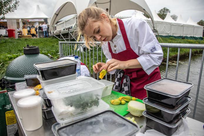 TV-kok Estée Strooker tijdens haar deelname aan de HillBilly-contest tijdens Chef's (R)Evolution 2018.