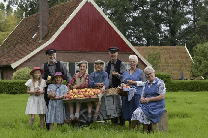 Tijdens de Appeldag in Kotten kunnen bezoekers appels laten persen en pasteuriseren.