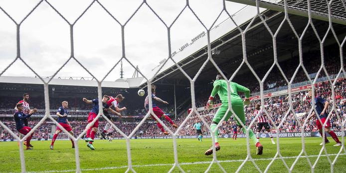 Luuk de Jong met de 2-0.