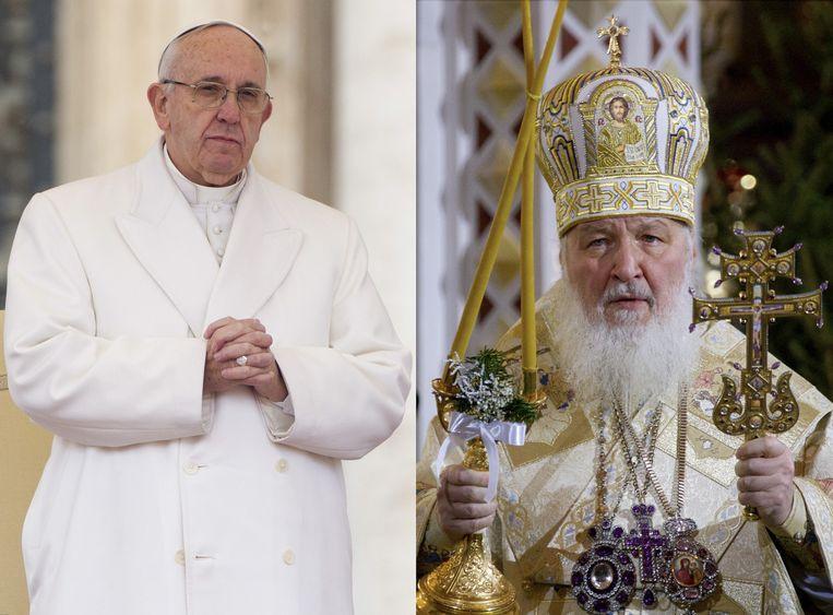De rooms-katholieke paus Franciscus (L) en de Russisch-orthodoxe patriarch Kirill(R). Beeld ap