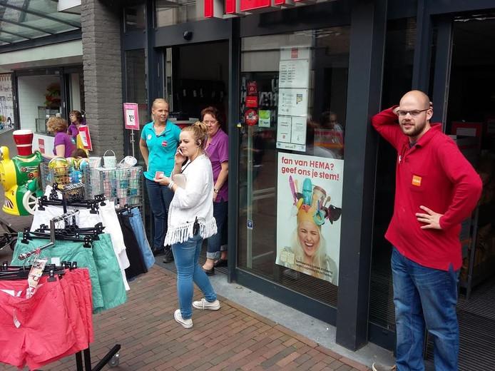 De Hema in Harderwijk sloot even voor 16:00 uur de deuren. Foto: Marco van den Berg