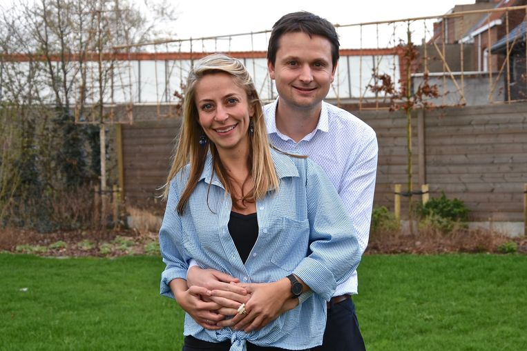 Schepen Arne Vandendriessche en zijn vriendin Valerie Hellebuck verwachten samen hun eerste kindje