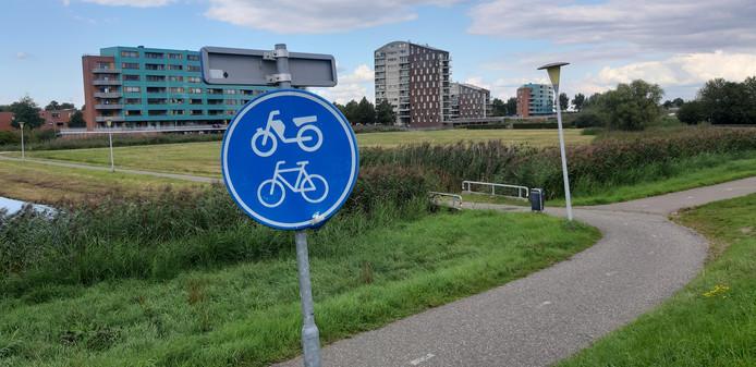 De plek waar het fietspad uitkomt op de Hasselterdijk © Francisca Muller