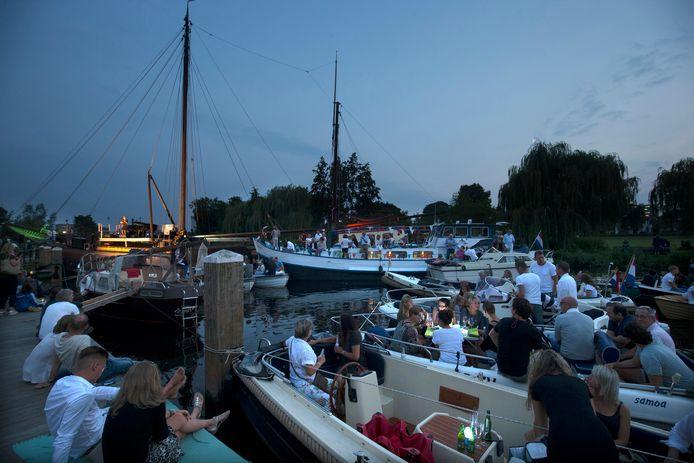 Het finest hour van de klipper Tatanka: het schip van Hans Sol doet eind augustus 2017 dienst als podium tijdens de eerste aflevering van het Oude IJssel Concert in Doetinchem.