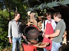 """Gentse broers lanceren eigen barbecuemerk: """"Door de keramische koepel kan je tot zes uur lang braden"""""""