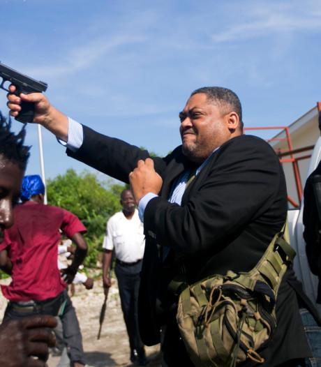 Senator Haïti schiet op demonstranten en raakt fotograaf