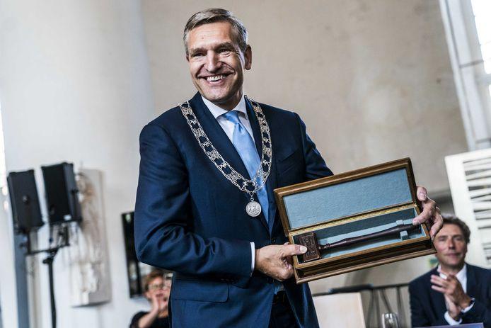De installatie van de nieuwe burgemeester van Leeuwarden, Sybrand Buma.