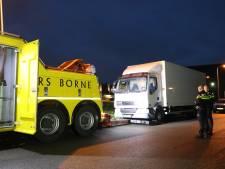 Politie neemt vrachtwagen in beslag na meerdere drugsdumpingen in Twente