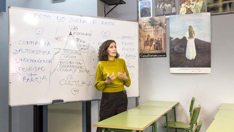 María Marques promoveerde op het vrouwbeeld in videoclips en geeft nu gastlessen op middelbare scholen. 'Het is niet de bedoeling reggaeton te demoniseren, maar ik wil dat ze zich bewust worden van de onderliggende boodschap' Beeld null