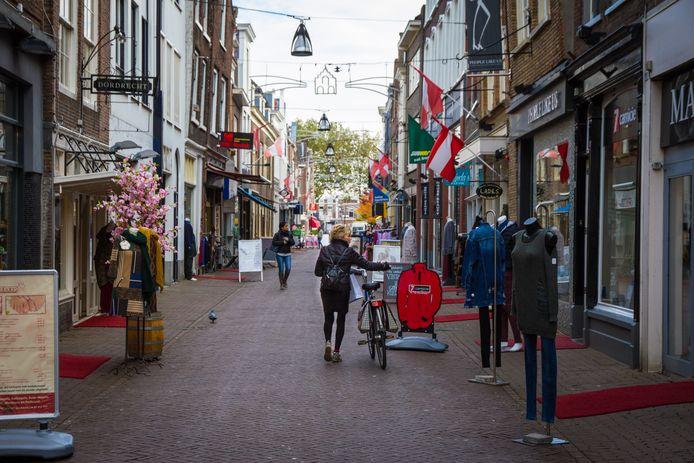 Een aantal winkeliers in de Vriesestraat heeft al besloten de deuren te sluiten.