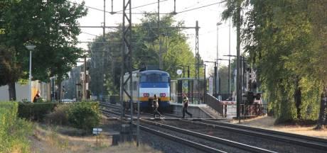 Treinverkeer stilgelegd om man uit Markelo aan te houden die machinist bespuugde