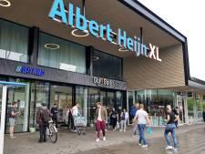 Grote chaos bij Albert Heijn door landelijke pinstoring: klanten moeten XL-filiaal in Tilburg verlaten