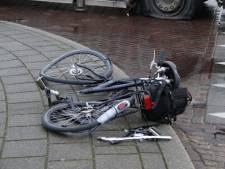 Fietser gewond door botsing met vrachtwagen in Boxmeer
