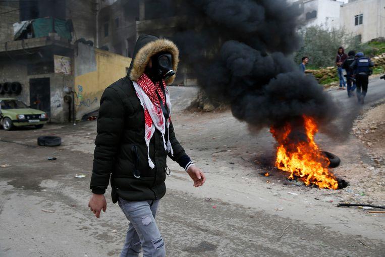 Na de inval in de verblijfplaats van Jarrar braken onlusten uit tussen tientallen Palestijnen en de Israëlische troepen.