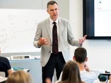 Culemborgse docent geeft via YouTube bijspijkerles voor herexamen M&O
