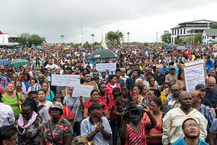 Bouterse beloofde veel, maar leverde weinig. Een demonstratie in Paramaribo, vorig jaar. Beeld ANP