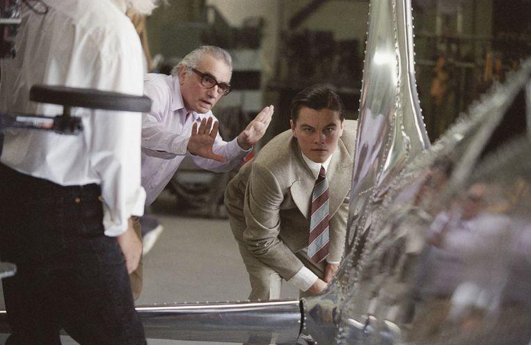 Martin Scorsese met Leonardo DiCaprio op de set van 'The Aviator': 'Ik hoef geen Oscar. Mijn tijd is toch voorbij.' Beeld REPORTERS
