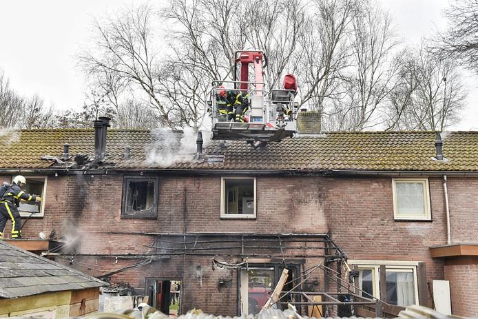 De woningbrand in Tilburg heeft veel schade aangericht.