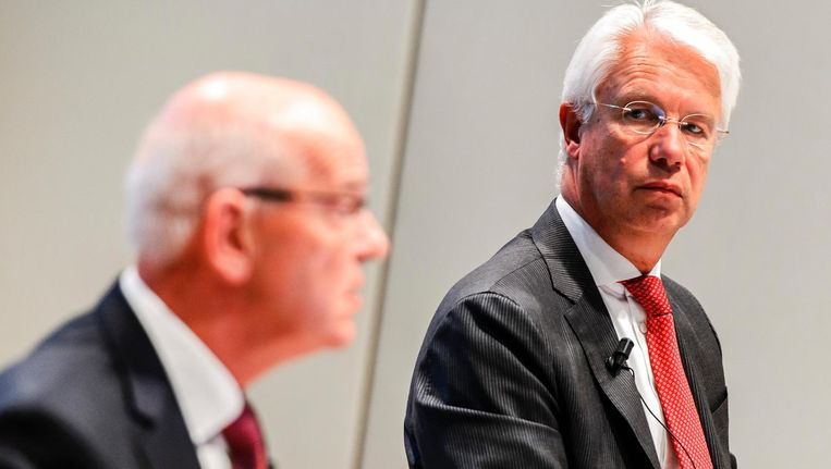Kees van Dijkhuizen (rechts) en Gerrit Zalm. Beeld anp