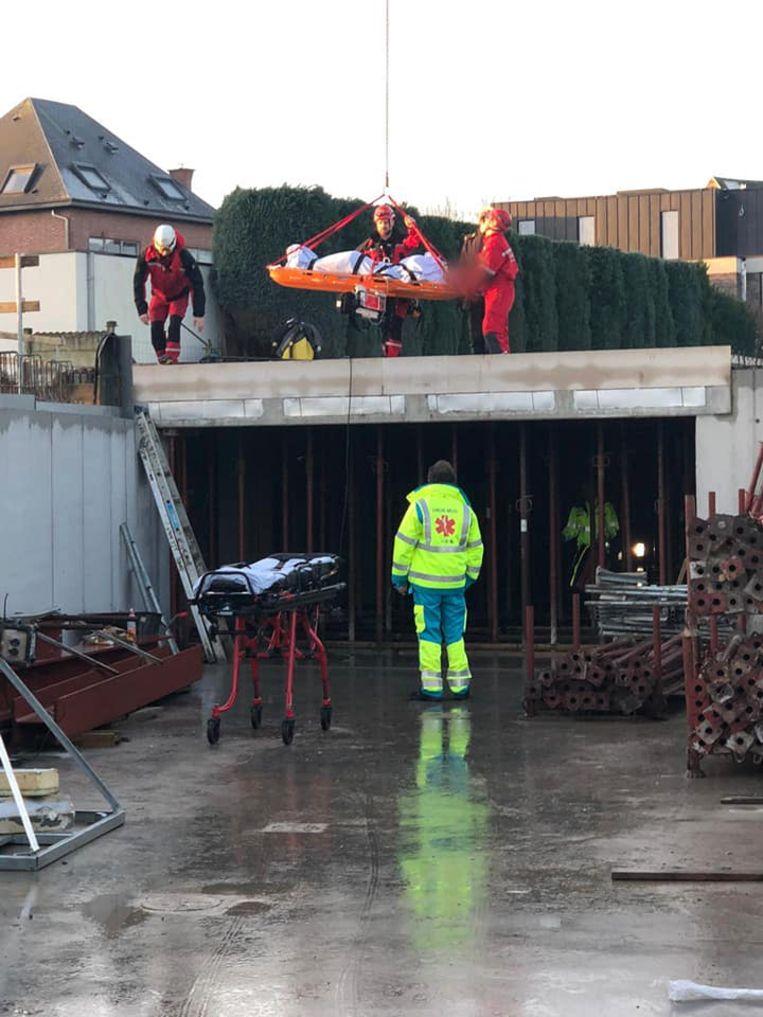 Het GRIMP-team van de brandweerzone Vlaams-Brabant West kwam ter plaatse om het slachtoffer te evacueren.