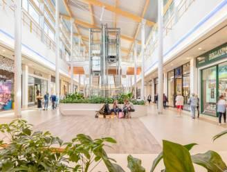 Verbod op eten en drinken in Waasland Shopping: bezoekers nuttigen afhaalmaaltijden in winkelcentrum zelf