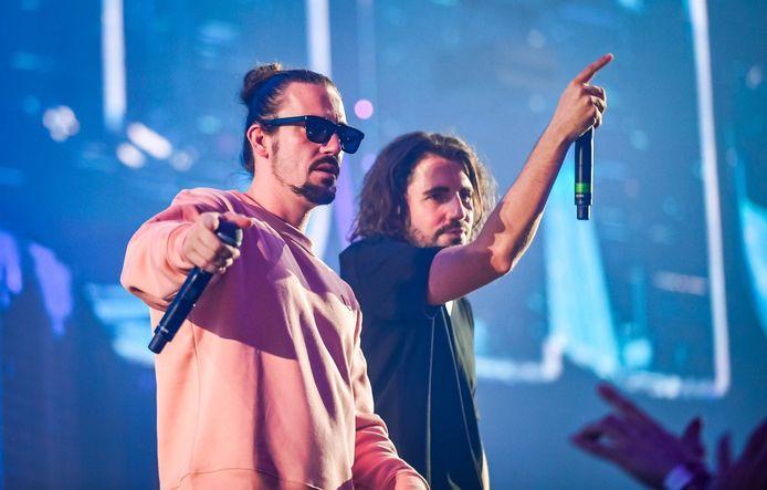 Dimitri Vegas and Like Mike tijdens hun show in 2017 in het Sportpaleis.