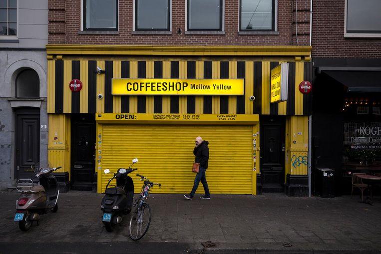 De oudste coffeeshop van de stad, Mellow Yellow, sluit gedwongen de deuren. Beeld Rink Hof