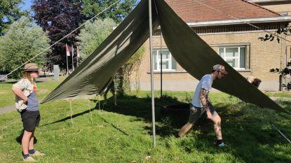 Met hulp van de scouts: kleuters van W'IJzer vertoeven tijdens de speeltijd in hun beschutte bubbels