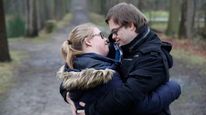 """Geoffrey en Charlotte uit 'Down the Road' zijn één jaar samen: """"Wat we het liefste doen? Kussen!"""""""