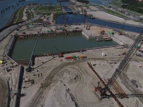 Militaire operatie bij Nieuwe Sluis: drie dagen onderwaterbeton storten op 22 meter diepte