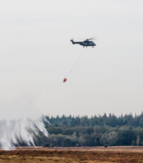 Defensie en brandweer oefenen met helikopters op Ginkelse Heide bij Ede