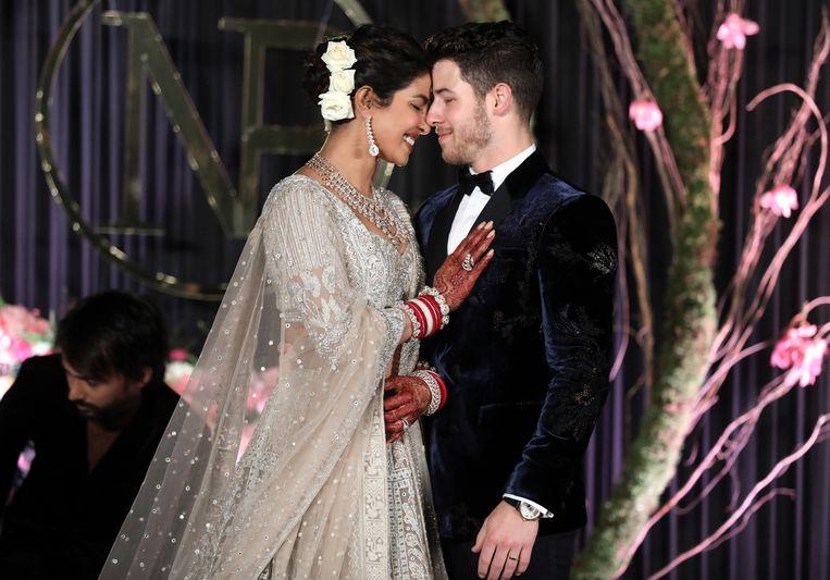 Priyanka Chopra heeft haar status als getrouwde vrouw online officieel gemaakt.