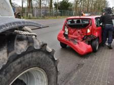 Trekker knalt achterop auto in Breda, bestuurster komt goed weg