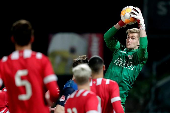 Doelman Mattijs Branderhorst in actie voor NEC tegen Jong PSV.