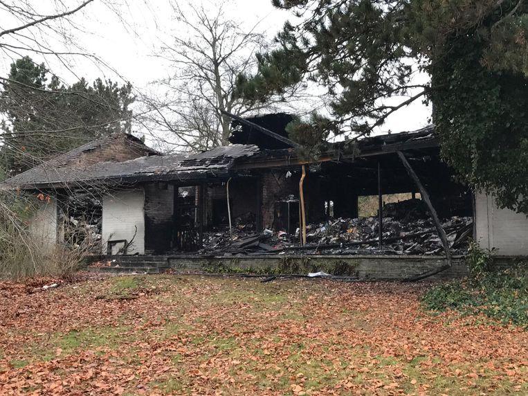 Een dag na de zware brand wordt de immense schade pas echt duidelijk.