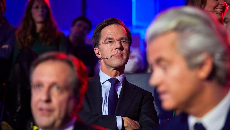 Rutte tijdens het slotdebat. Rechts op de voorgrond Wilders. Beeld afp