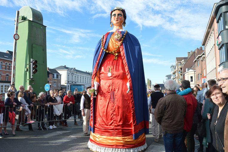 Onder meer reuzin Gerarda liep mee in de Krakelingenstoet.
