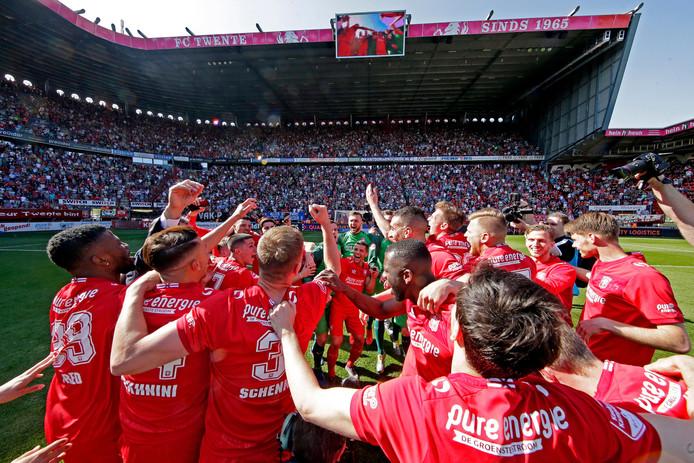 FC Twente viert feest.
